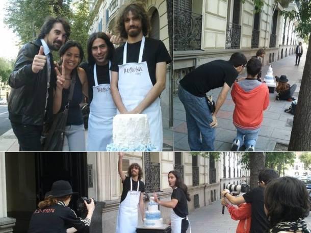 Berna García de Ilusiona Cakes con los integrantes de Lori Meyers en el rodaje del video Clip Emborracharme